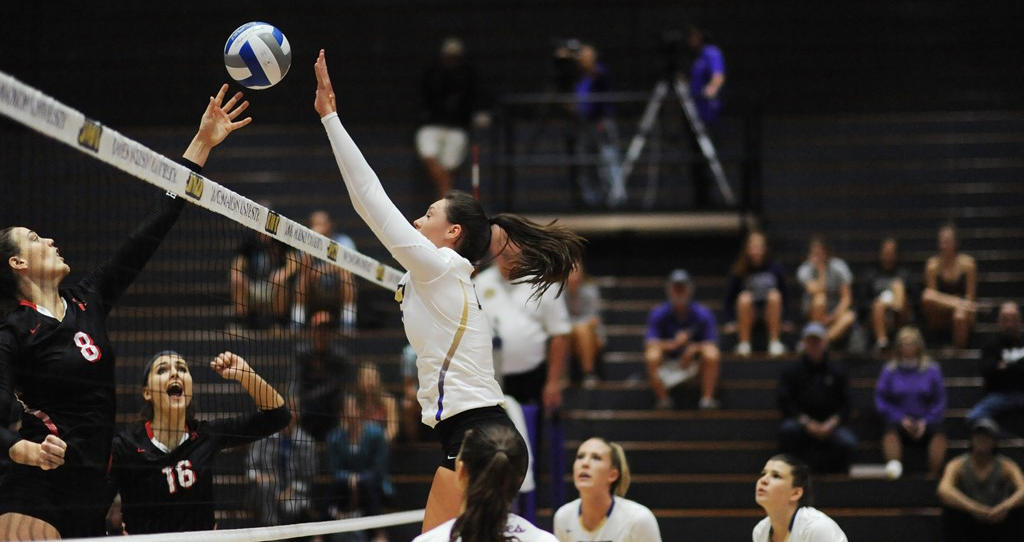 Women's Volleyball: Dukes Top Elon 3-1 For Second Consecutive CAA Victory