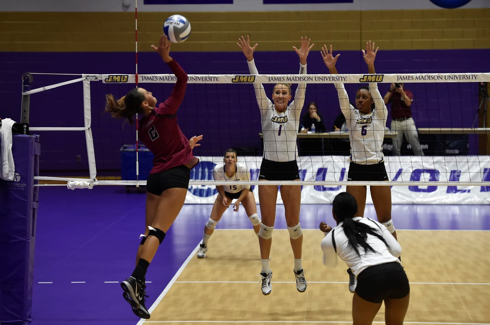 Women's Volleyball: Dukes Rally Past Georgia State to Cap Off 2-0 Day