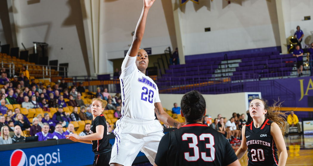 Women's Basketball: Smalls Pulls In Fourth CAA Rookie of the Week Honor