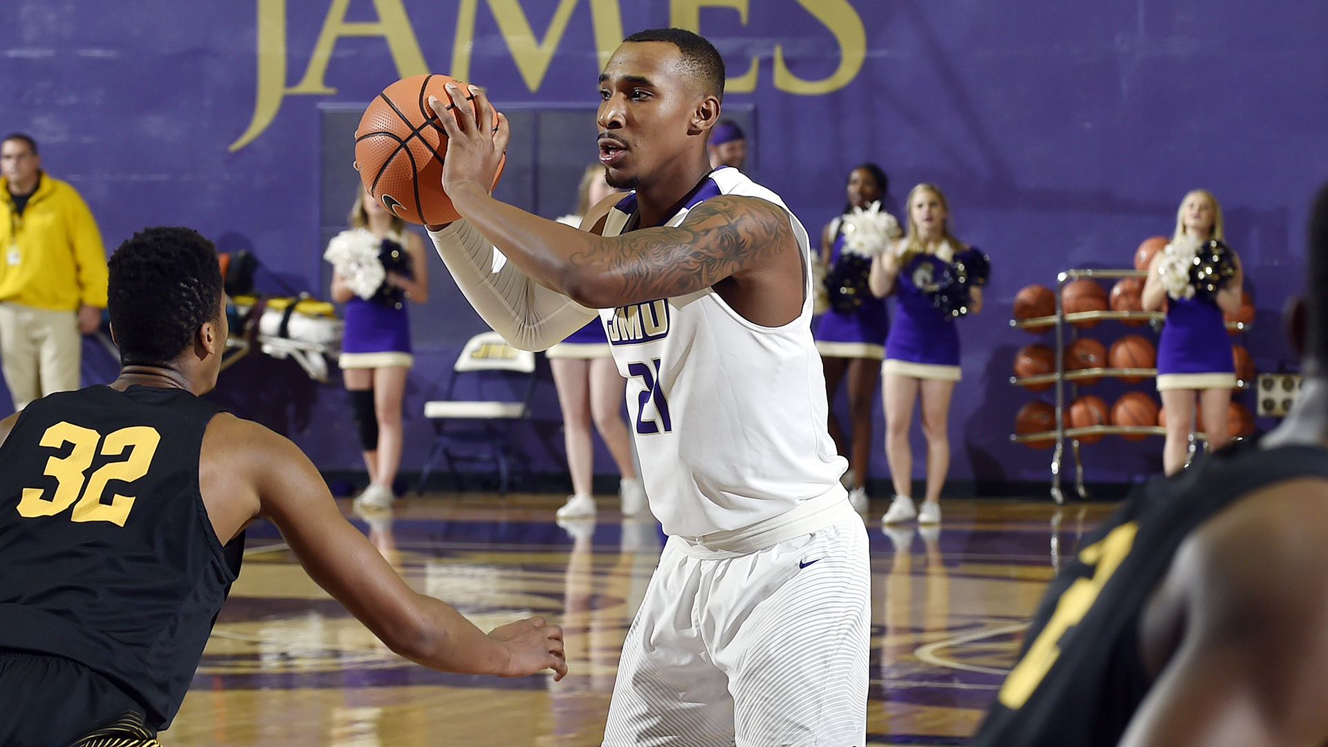 Men's Basketball: Mosley, Dukes Pull Away from FIU Late)