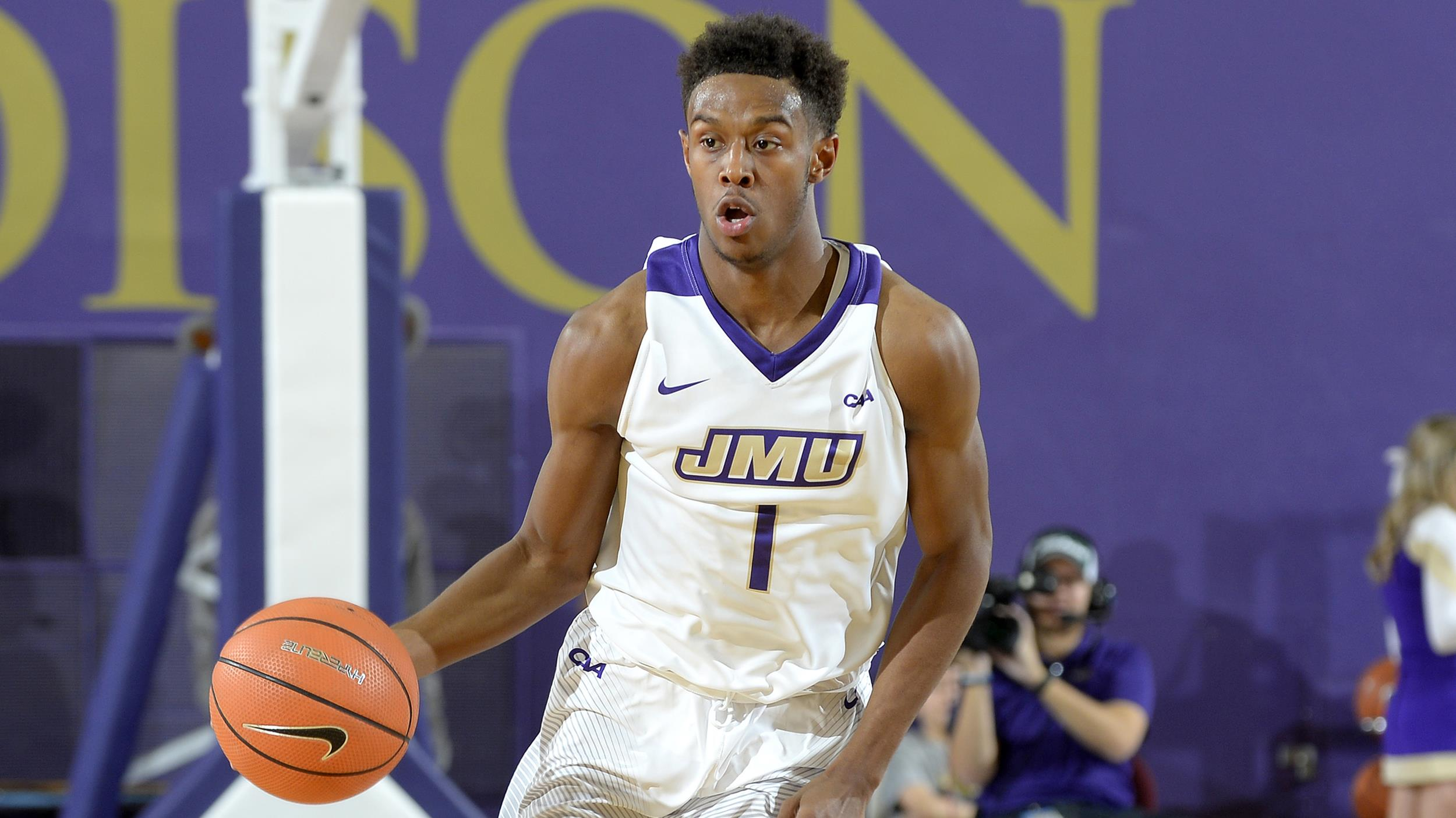 Men's Basketball: Dukes Tame Dragons in Back-and-Forth Battle)
