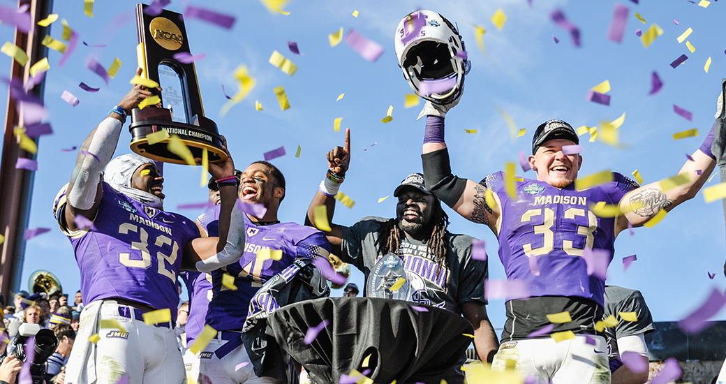 National Champs Jmu Tops Youngstown State 28 14 James Madison