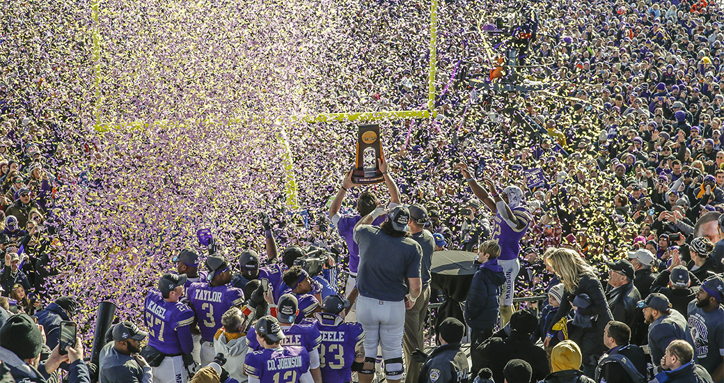 Dukes Unanimously Ranked No 1 In Final Fcs Polls James Madison
